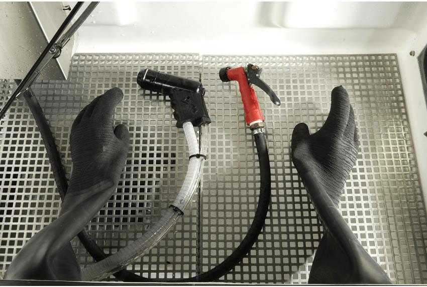 Panther Medium Sized Manual Wet Blasting Cabinet Vapormatt
