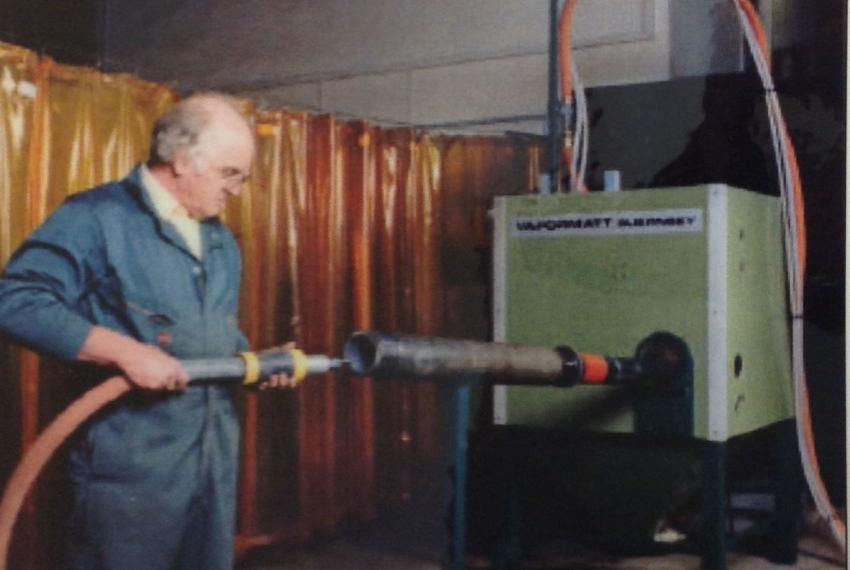 A manually operated gun barrel cleaning machine