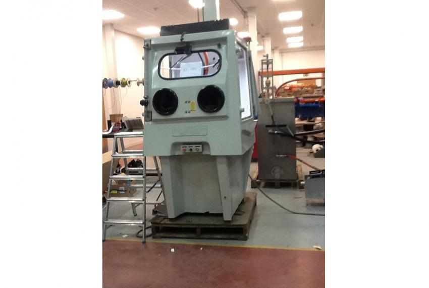 Wheelabrator Juno wet blasting machine upgraded with Vapormatt components